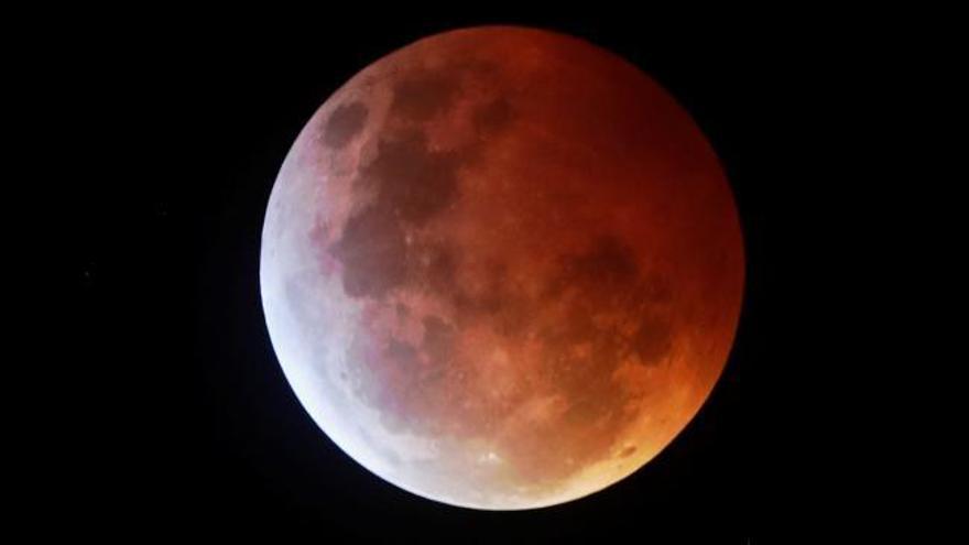 La 'superluna de sangre' tiñe de rojo el cielo