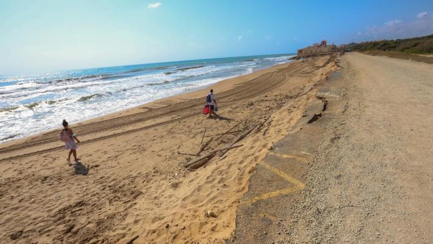 Guardamar recupera un centenar de metros de playa tras el derribo de una casa en ruinas en Babilonia