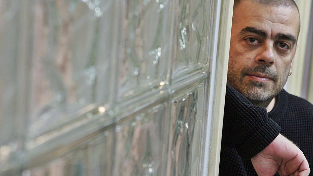 El cineasta y escritor Ramón Lluis Bande.   Ángel González