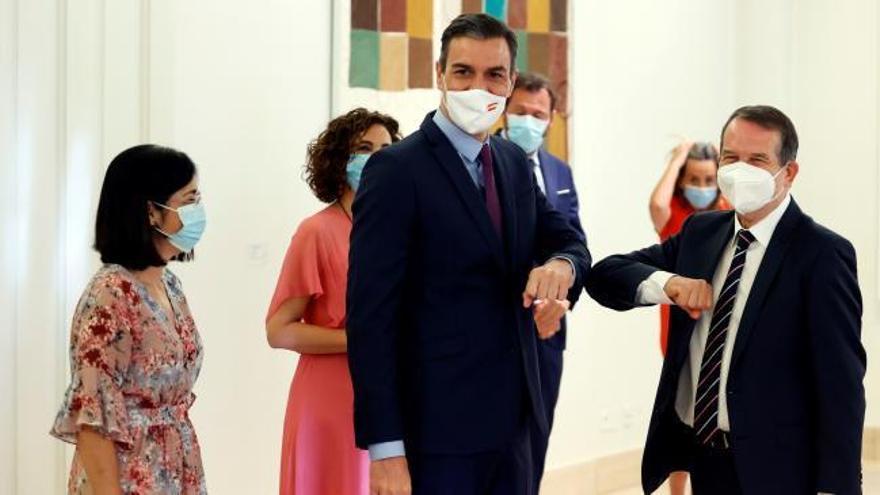 Sánchez y Caballero firman el pacto para el uso del superávit municipal