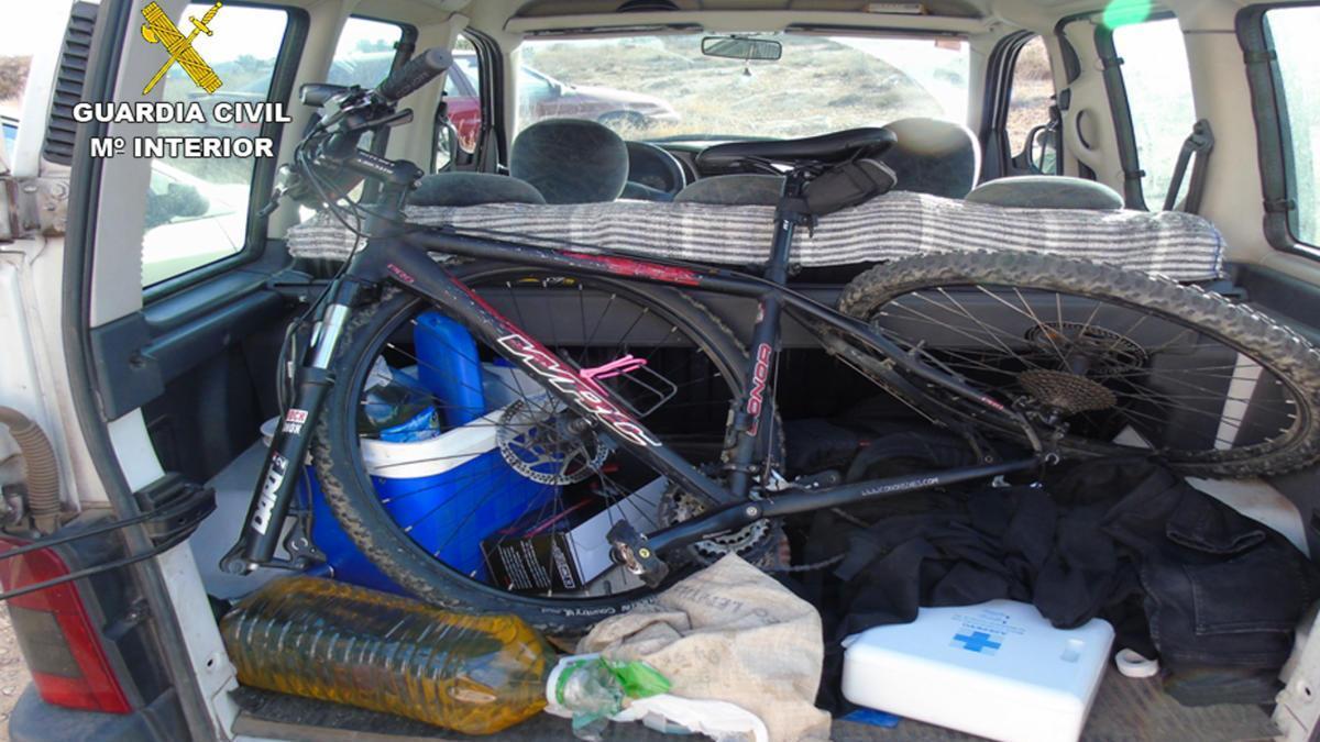 Pillados conduciendo un coche robado por La Manga