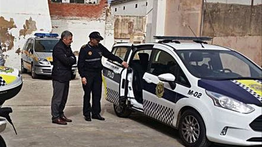 Oliva incorpora coches híbridos para la Policía Local con una ayuda de 66.000 €