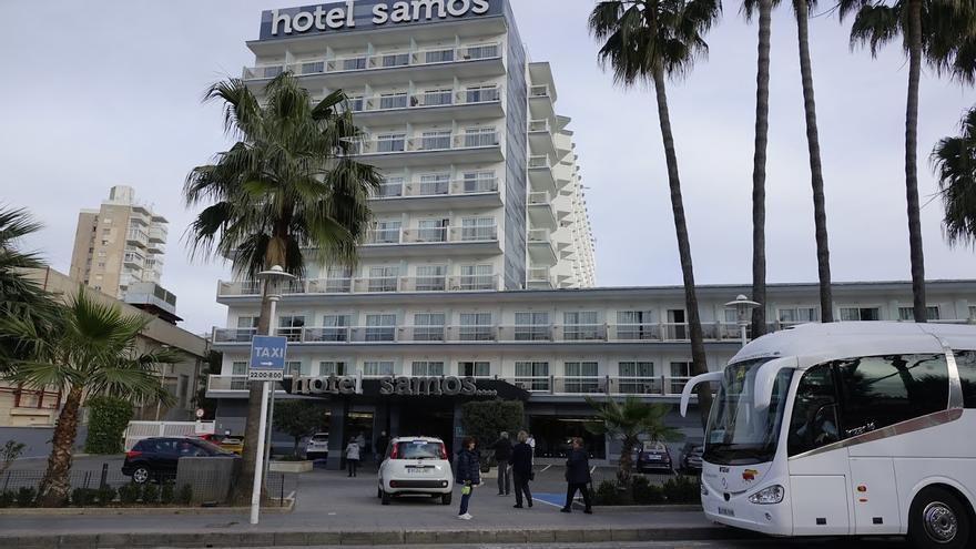 Las aperturas de hoteles en el aire si Johnson mantiene restricciones