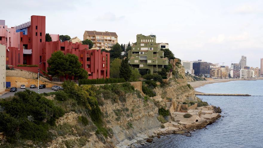 La declaración de BIC de la Muralla Roja, el Xanadú y el Club Social, más cerca