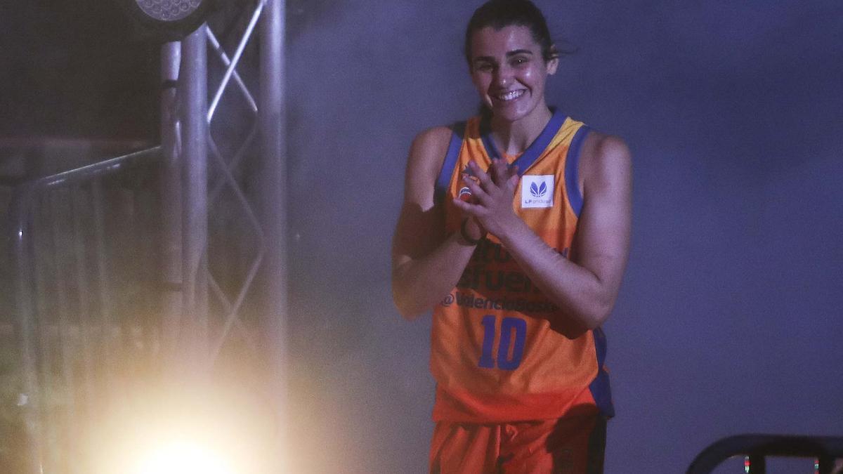 Leticia Romero, durante la presentación con el Valencia Basket.