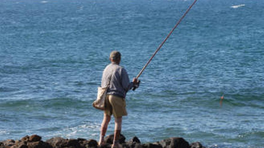 El Gobierno canario descarta limitar los días para practicar la pesca recreativa