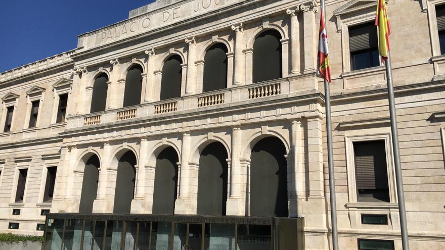 Absueltos en Burgos dos acusados de apropiarse de más de 82.000 euros de las cuentas de sus tíos