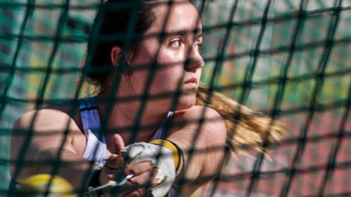 Iria Filgueira es una de las promesas de la Sociedad Gimnástica en lanzamiento de martillo. |  // GIMNÁSTICA