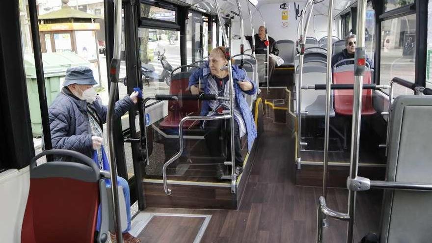 El desangelado viaje a bordo del autobús urbano