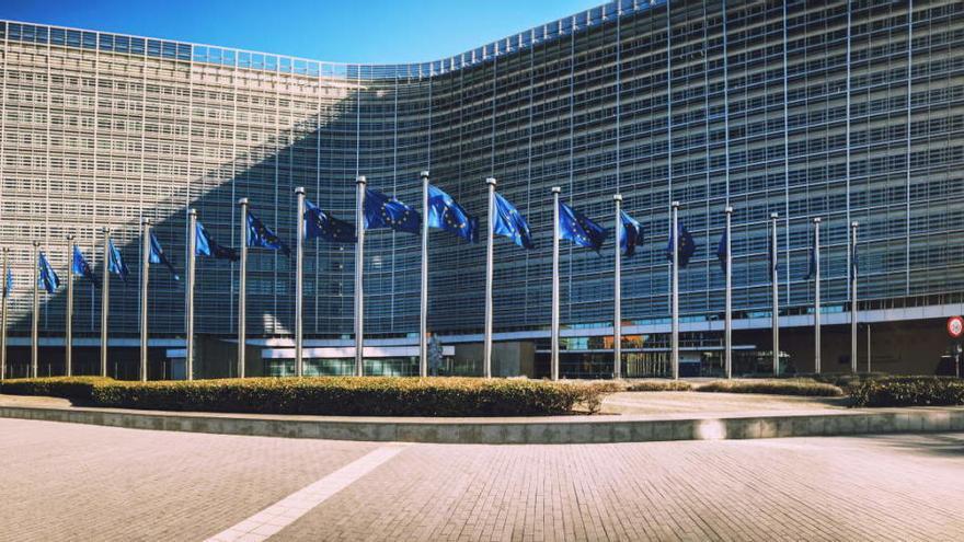 La CE emite 14.000 millones en bonos sociales para luchar contra el paro