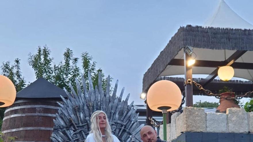 Una pareja zamorana se casa al estilo 'Juego de Tronos' en Puebla de Sanabria