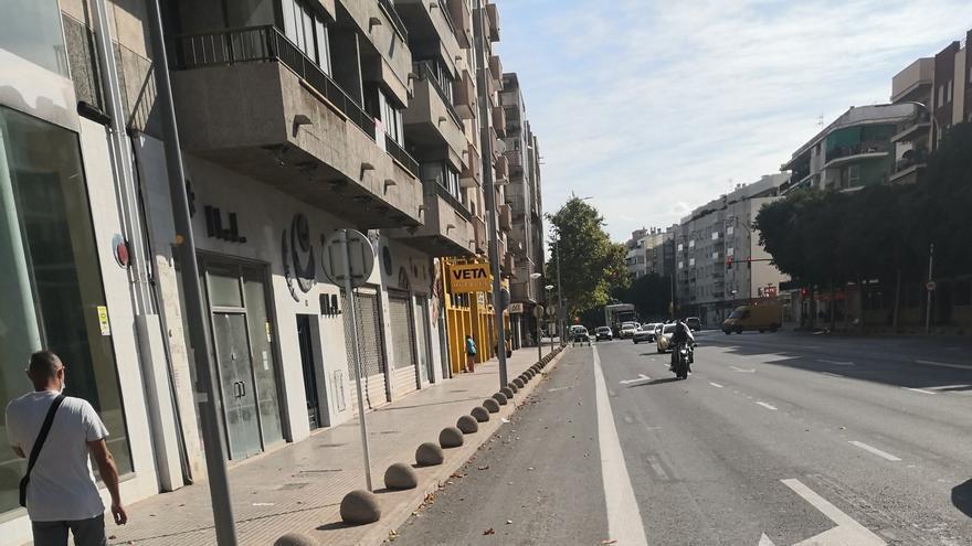 """Quejas vecinales por el carril bici de Aragón: """"Es una raya pintada en el asfalto"""""""