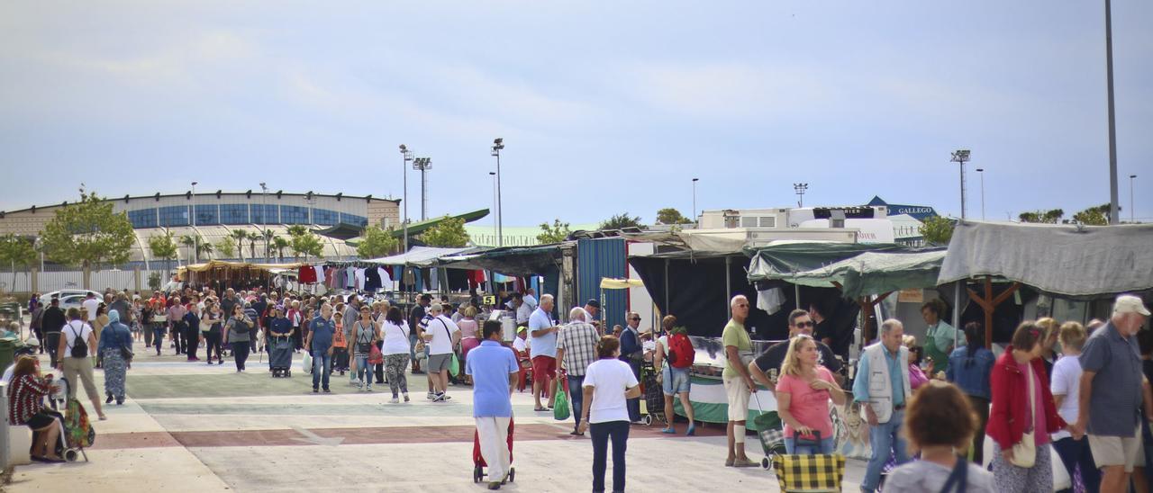 Imagen de archivo del mercadillo semanal de los viernes en Torrevieja