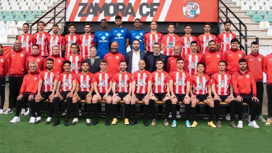 El Zamora CF se hace la foto oficial de la temporada 2000-21