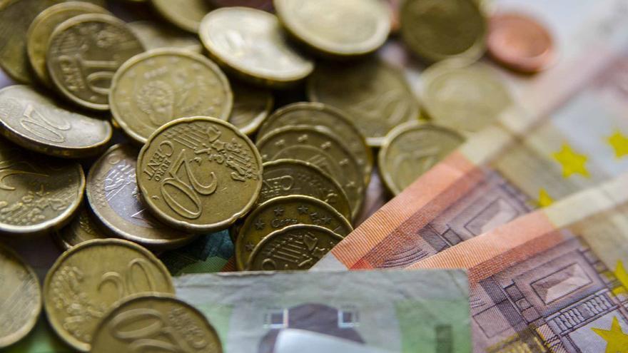 El Tesoro capta 5.089 millones y cobra más por los bonos a tres y cinco años