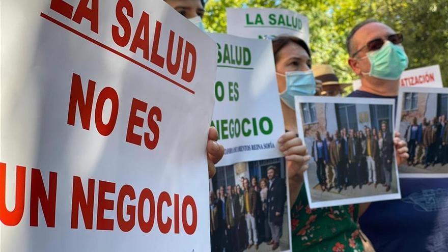 La Plataforma Aparcamientos Reina Sofía exige la dimisión delconsejero de Salud
