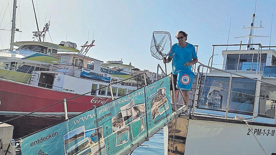 Clean Boating entrega material a las embarcaciones para «pescar» plásticos en Cala Rajada