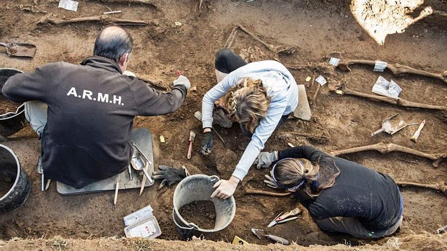 El Gobierno reactiva las subvenciones para exhumar fosas del franquismo, dos en Galicia