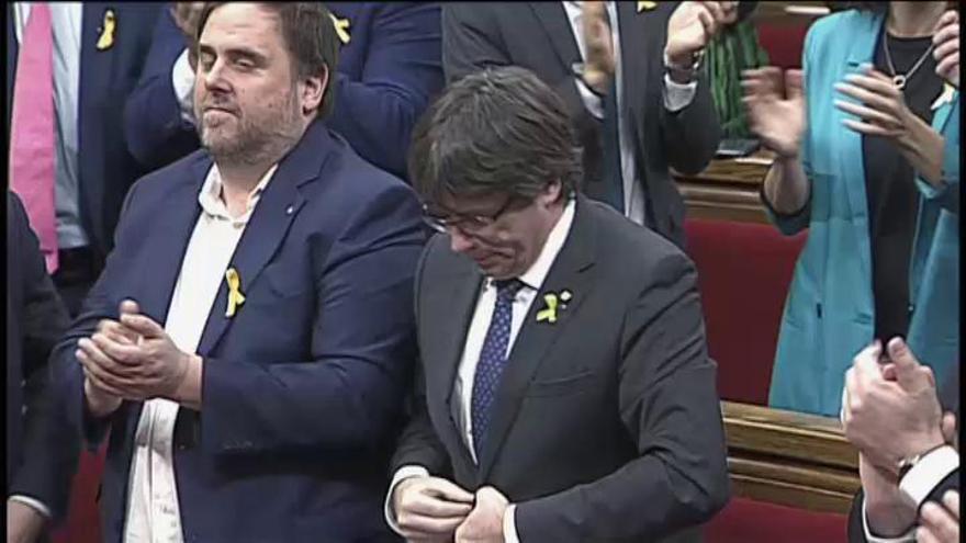 Un Parlament dividido aprueba la resolución para declarar la independencia