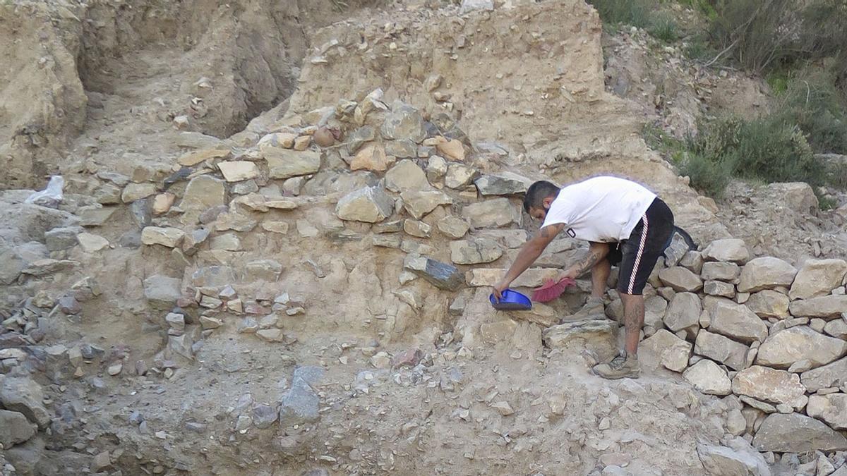 Las labores en este yacimiento han sacado a la luz restos de viviendas y enseres de hace 4.000 años.