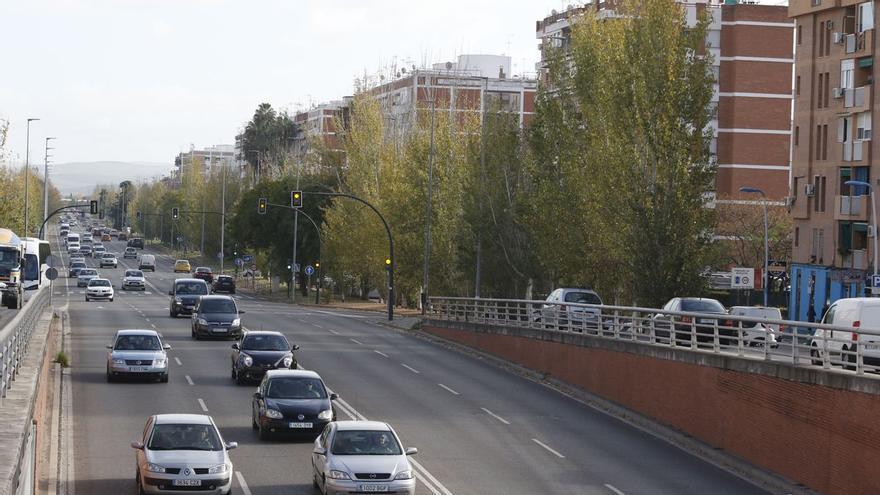 La joven de 15 años atropellada en la avenida de Carlos III continúa en la uci con pronóstico reservado