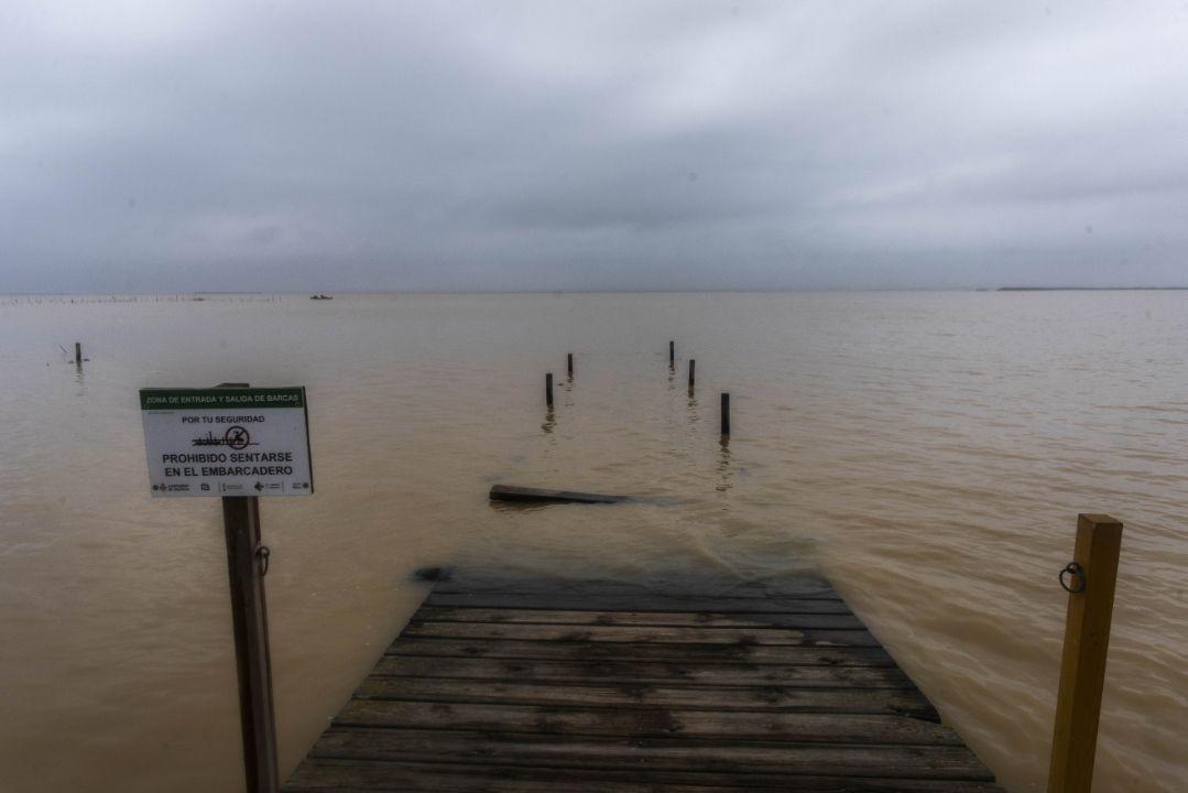 Embarcadero de l'Albufera, desaparecido bajo las aguas crecidas del lago.
