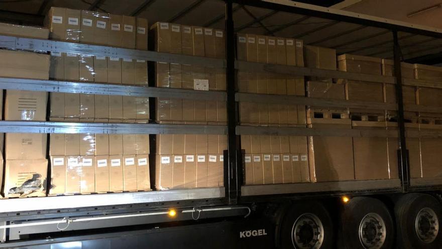 Detenen el conductor d'un camió a la Jonquera que transportava 402 kg de marihuana amagada