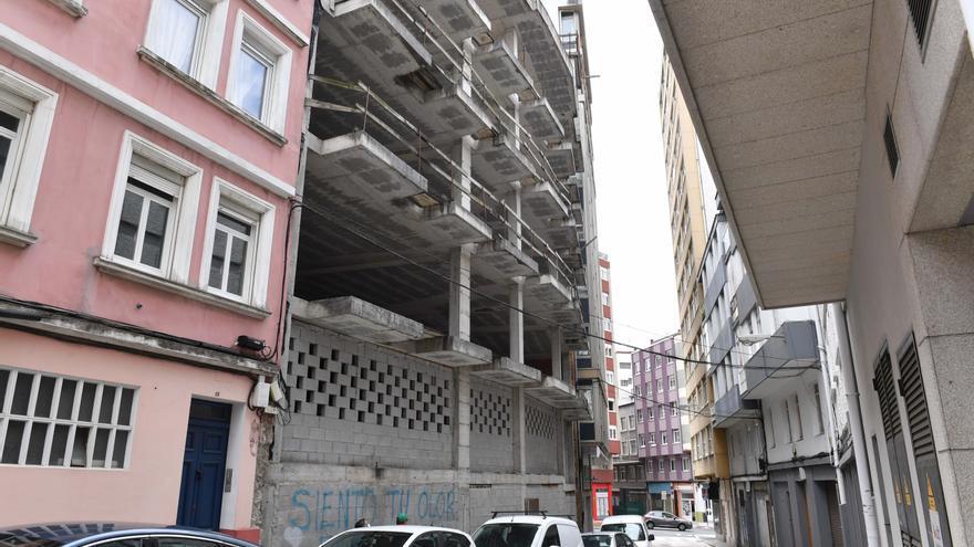 El Concello otorga la primera licencia de los cinco proyectos para reactivar esqueletos en la ciudad
