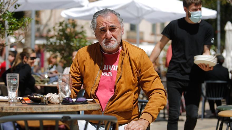 El doble de Robert de Niro de terraceo en Ibiza