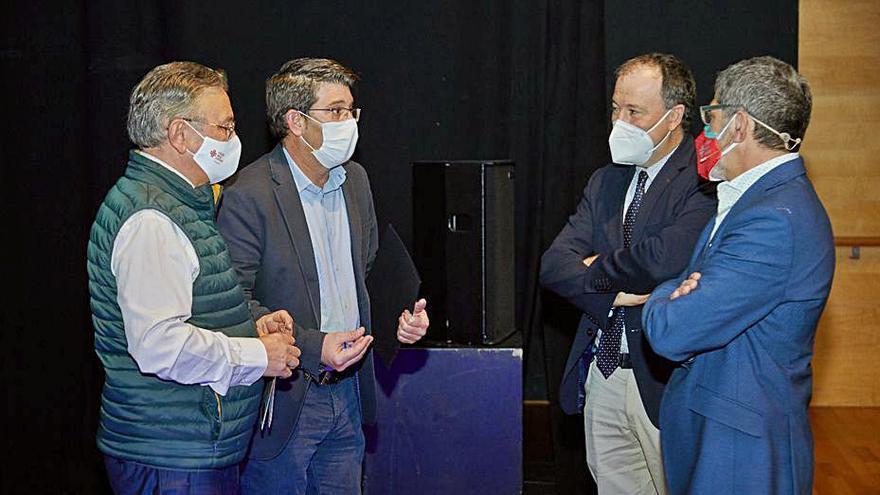 Rodríguez insta a la Generalitat a crear un clúster textil valenciano con el de la Vall como modelo