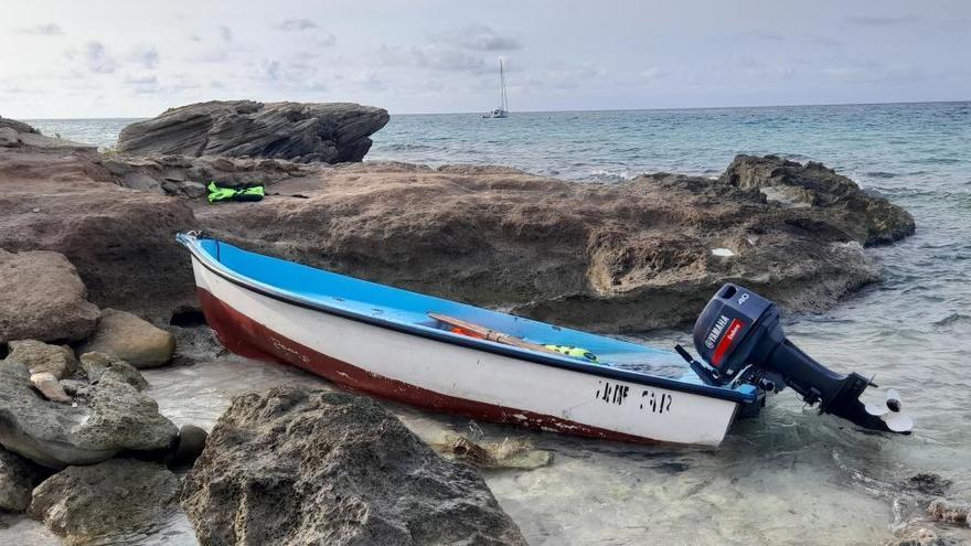La Guardia Civil intercepta en Formentera a seis migrantes llegados en patera