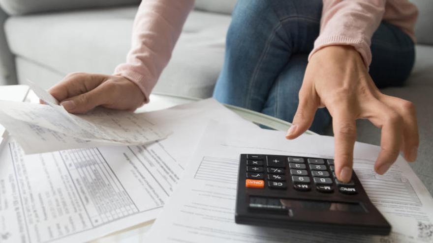 Las mujeres cobraron cada mes 400 euros menos que los hombres en 2019