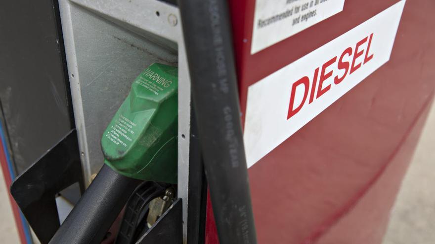Europa advierte que prohibir los coches de combustión es incompatible con la ley