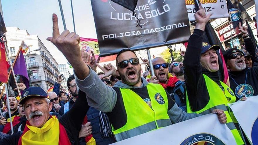 35.000 policías piden el mismo sueldo que los Mossos en una manifestación en Barcelona
