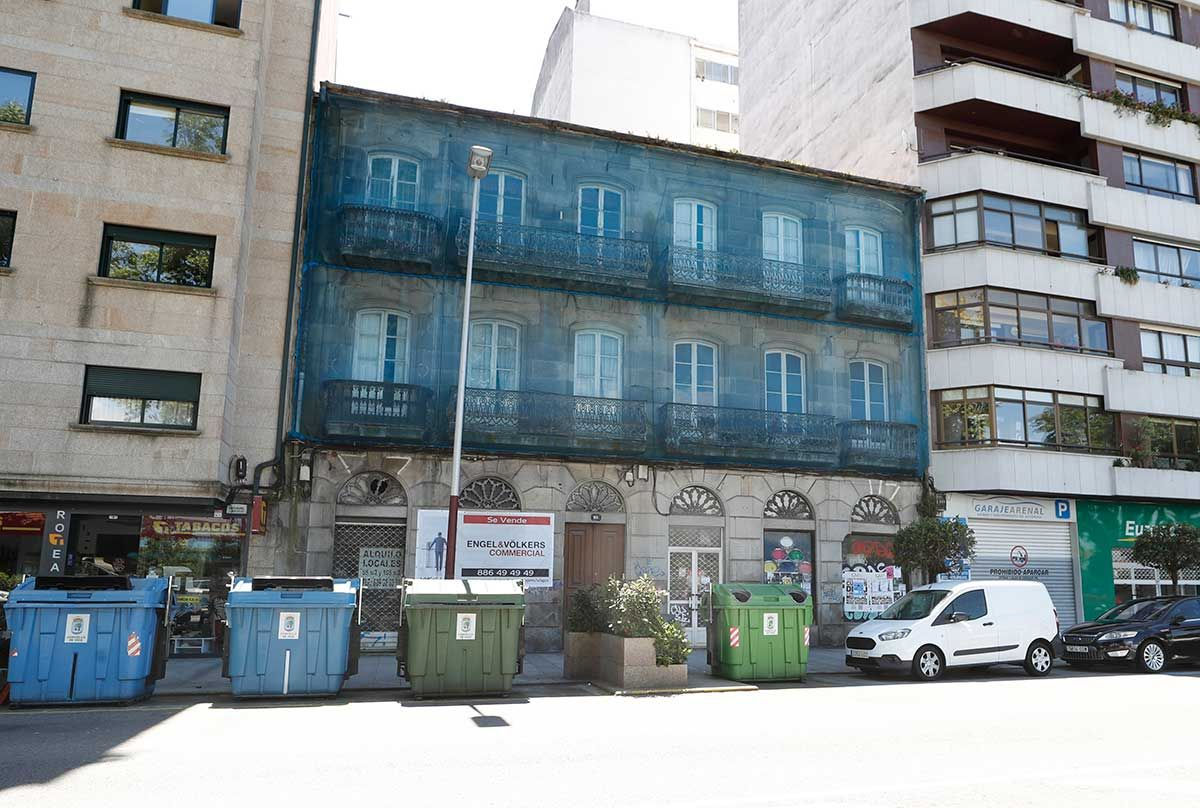 Bloque residencial en la calle Areal