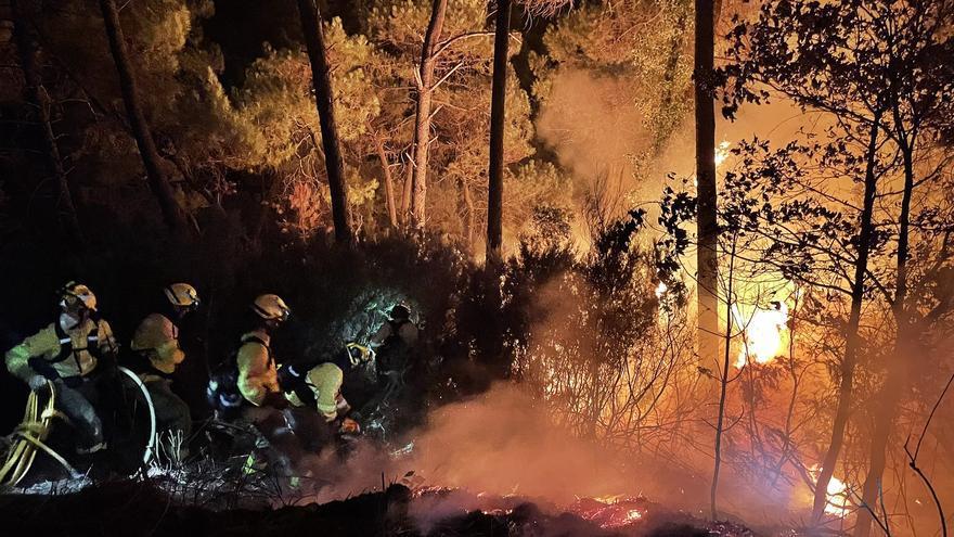 Infoca incorpora 3 aviones y 7 helicópteros en el incendio de Sierra Bermeja