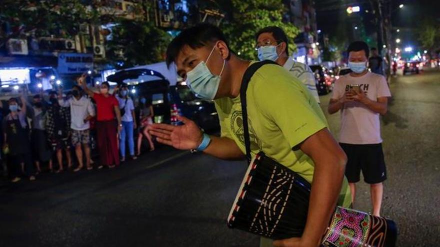 El gobierno militar birmano ordena el bloqueo de Facebook