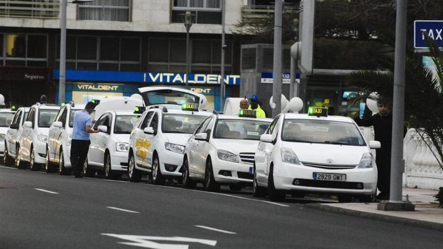El Supremo anula la revocación de dos licencias de taxis por explotación ilegal