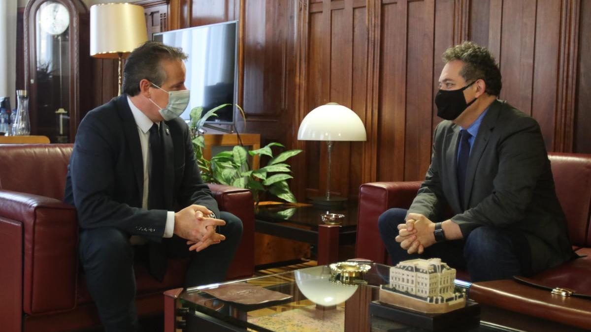 El presidente de la Junta recibe al director gerente de la Fundación Vinjoy