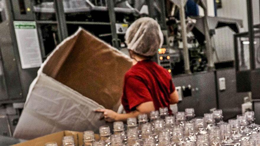 El nuevo impuesto para envases plásticos pone en pie de guerra al sector