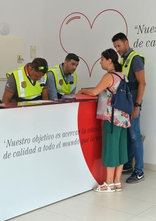 19/07/2018 LAS PALMAS DE GRAN CANARIA. Desahucio e incautación de historiales en la clínica de iDental. SANTI BLANCO    19/07/2018   Fotógrafo: Santi Blanco