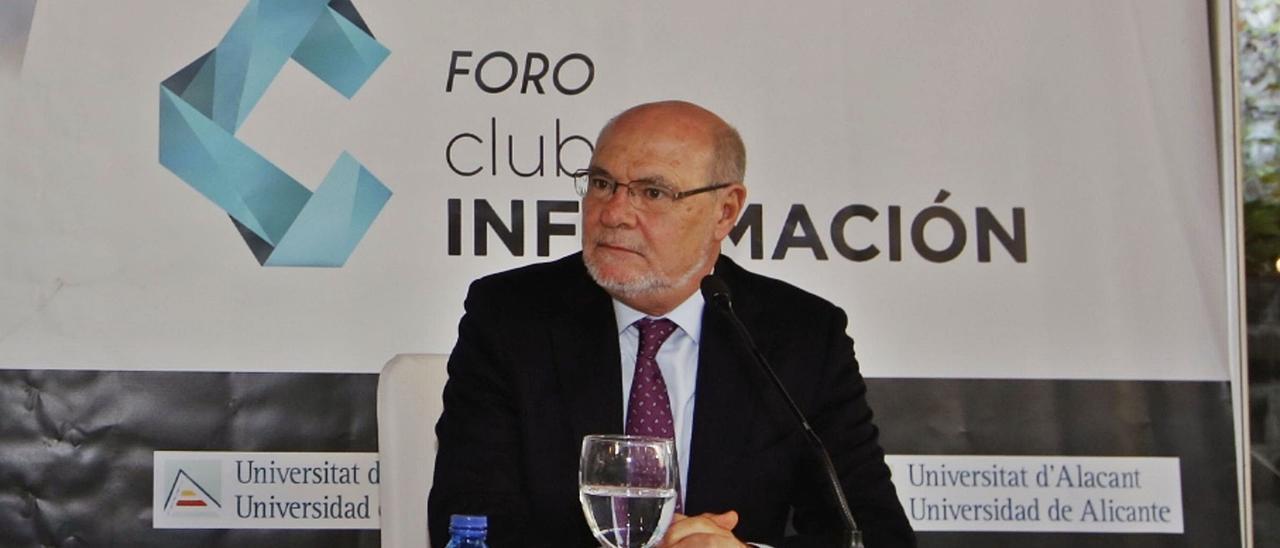 Al frente de la AVI. Andrés García Reche, en el Foro INFORMACIÓN celebrado en Alicante en 2017