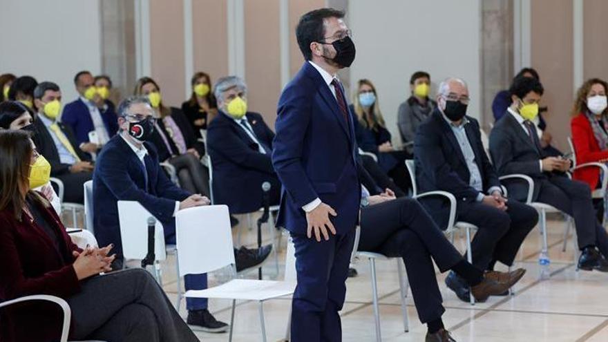 """EN DIRECTE   Aragonès diu que no entén l'abstenció de JxCat i li exigeix """"certeses"""""""