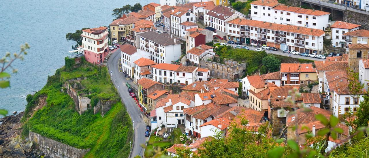 Vista de Lastres desde el mirador de San Roque.