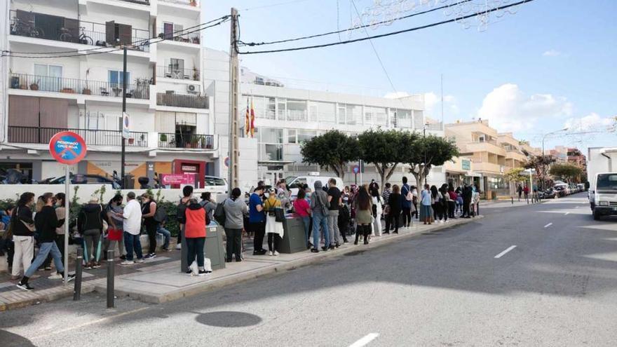 El PSOE denuncia que un millar de familias de Ibiza siguen esperando las ayudas del Consell
