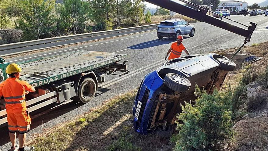 Un herido en un accidente en la carretera de Sant Josep