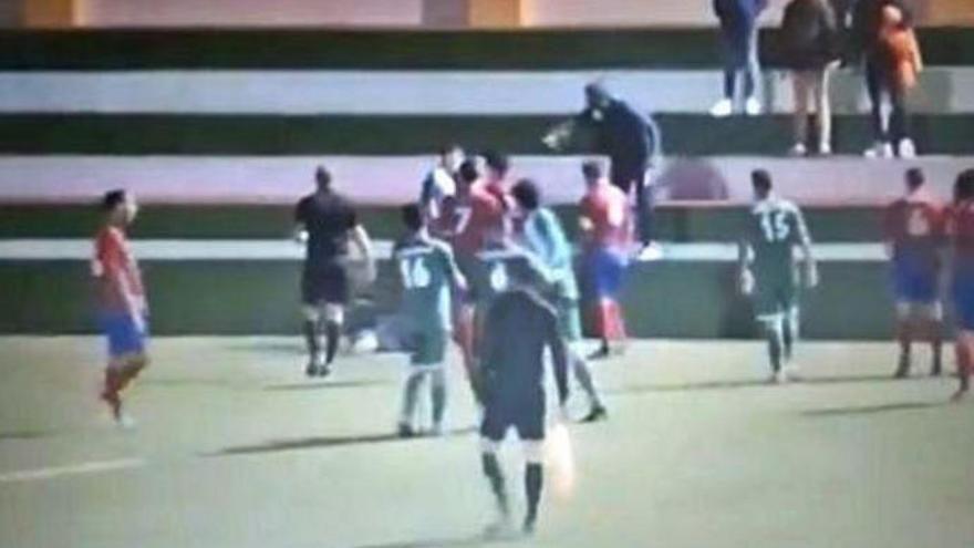 Los árbitros canarios protestan ante los episodios de violencia en el fútbol