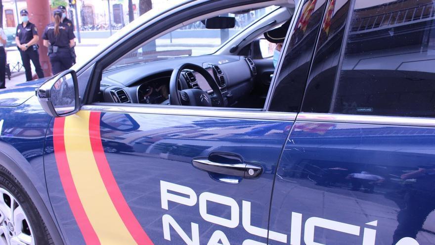 Seis policías nacionales resultan heridos al reducir a un hombre atrincherado en Las Palmas
