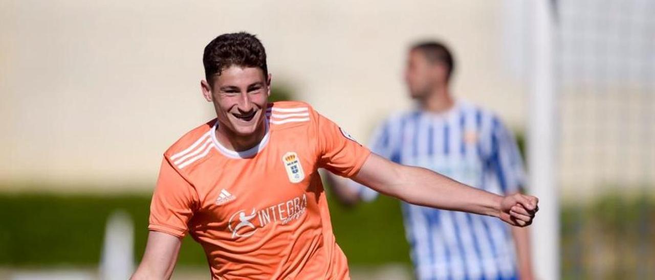Javi Cueto, celebrando el gol al Izarra