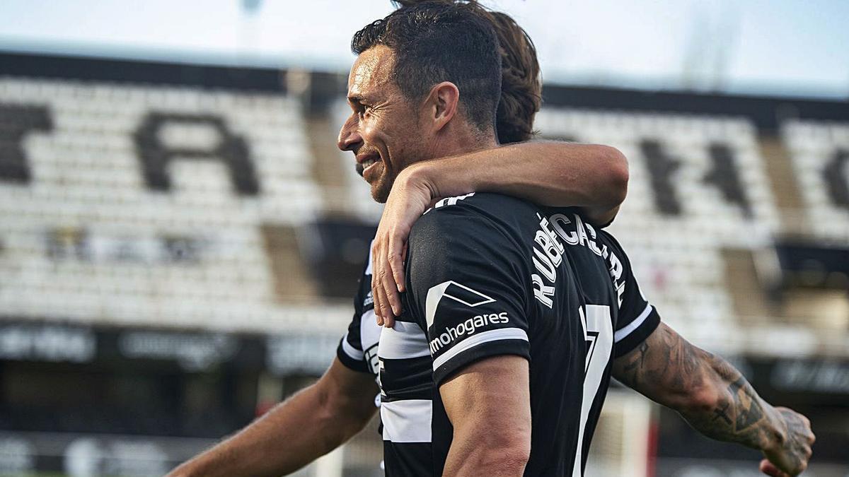 Celebración del gol de Rubén Castro frente al Castellón en el Cartagonova. | IVÁN URQUIZAR